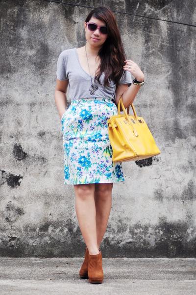 thrifted bag - grey shirt - vintage floral skirt