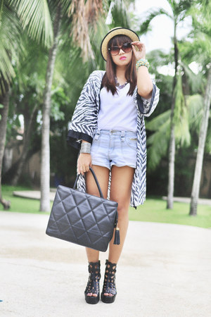 denim shorts - animalprint cape