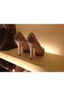 Light-pink-louis-vuitton-heels