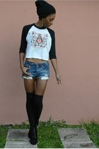 white cropped Salvation Army t-shirt - black Forever 21 boots