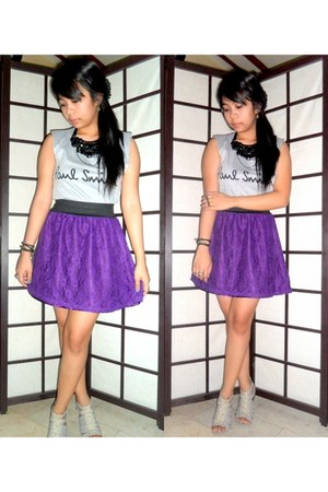 heather gray sleeveless top - amethyst lace skirt - black beaded necklace
