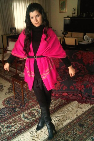 hot pink embroided Pashmina scarf - black crystal Amazone belt