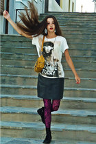 off white Bershka t-shirt - black boots - magenta new look tights