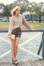 Dark-khaki-thrifted-vintage-bag-dark-brown-leather-thrifted-vintage-shorts-c
