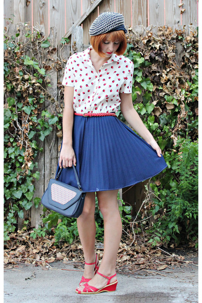 navy vintage dress - navy vintage hat - navy vintage bag - ruby red vintage wedg