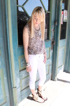 white cropped skinny unknown brand jeans - off white leopard print thrifted top
