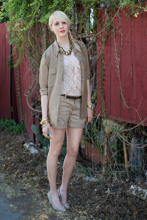 beige lace tank Mossimo top - dark khaki cuffed banana republic shorts