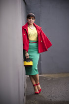 red poncho Stradivarius jacket - yellow vintage Annuci bag