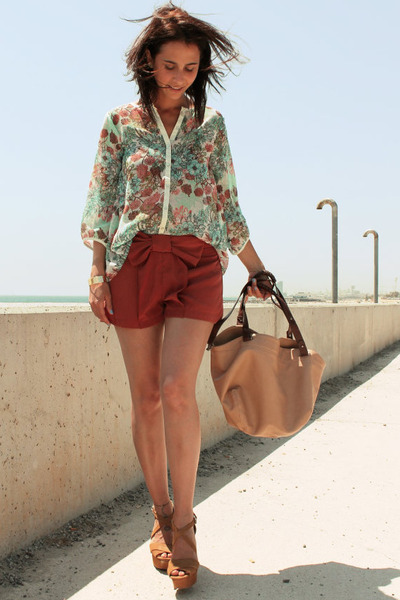 floral print pull&bear blouse - nude Zara bag - bow necesary clothing shorts