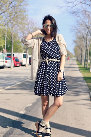 black polka Kimod dress - black indi & cold sandals - tan Mi & Co cardigan