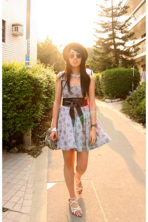 silver from japan dress - brown from japan hat - pink from Korea shoes - gray Al