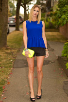 yellow Zara bag - black Zara shorts - black Zara heels - blue Zara top