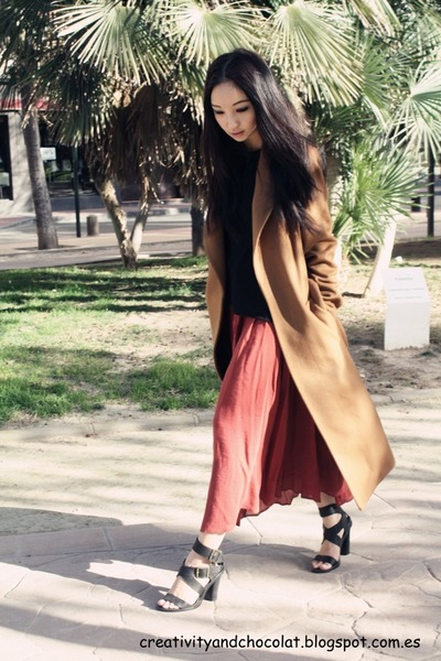 Zara coat - ZARA STUDIO t-shirt - Mango skirt - Zara sandals