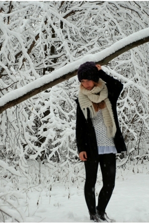 H&M hat - H&M scarf -  coat - Rizzo boots