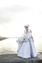 white pill box Mich Dulce hat - white bespoke wedding Patrice Ramos Diaz dress