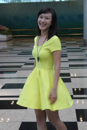 light yellow La Nouveau Mode dress - black bangkok accessories