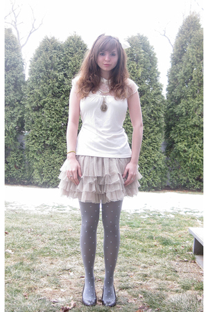 white kohls shirt - pink H&M skirt - gray No Boundaries tights - brown Apt9 shoe