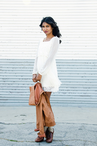ivory lace romwe dress - tawny leather Billabong jacket