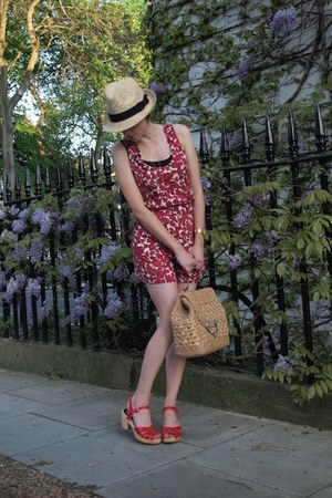 H&M hat - vintage The Bucket Tree bag - brushed gold casio watch - my new love S