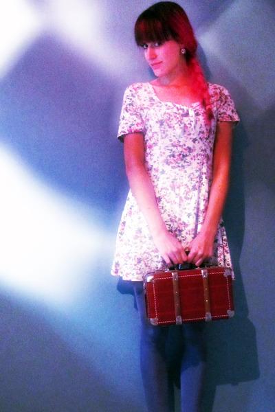 brick red coffer vintage purse - teal H&M tights - white floral vintage romper
