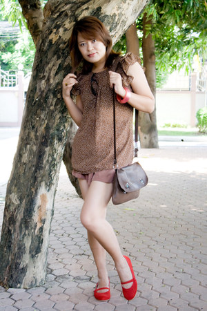 red dortmuendshoes shoes - dark brown bag - light brown shorts - brown blouse -