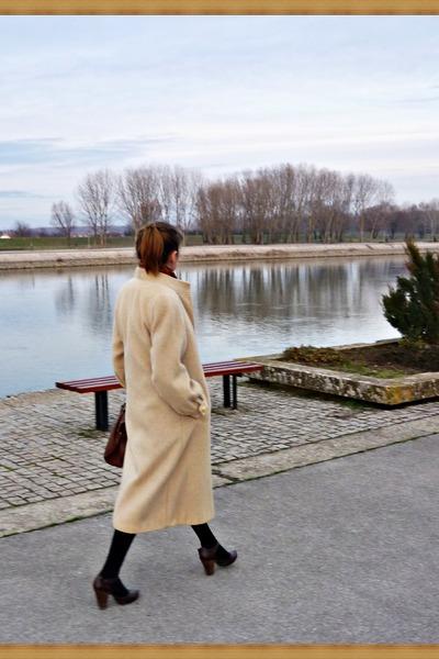 tan wool vintage coat - brown leather Levis bag - brown leather heels