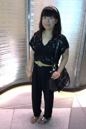 black vintage pants - beige Forever 21 belt - black Vincci shoes - gold River Is