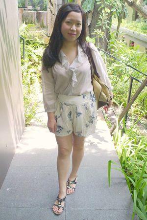 silver Topshop blouse - beige Topshop shorts - gold accessories - black Vincci s