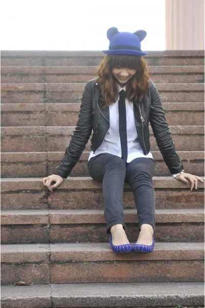 blue hat - black jeans - black jacket - white shirt - blue flats