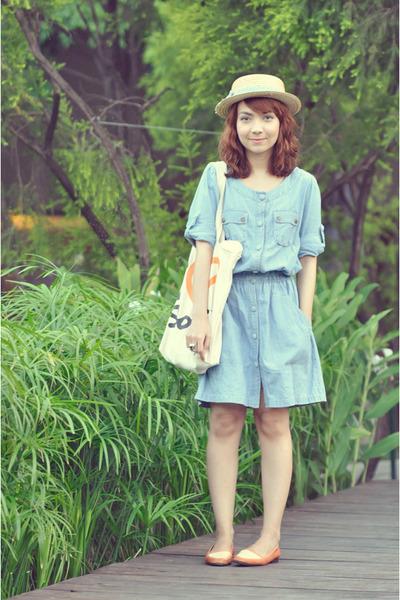 light blue denim dress - eggshell hat - orange flats
