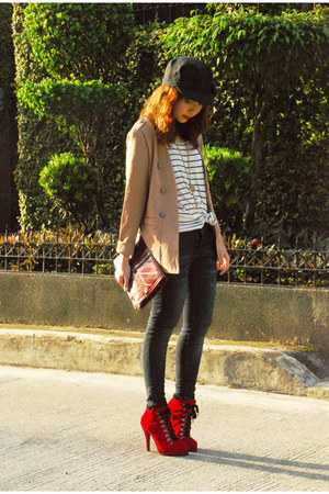 red boots - giordano jeans - black Topshop hat - camel vintage blazer