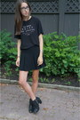 Material-girl-boots-black-pleated-topshop-skirt-french-text-zara-t-shirt