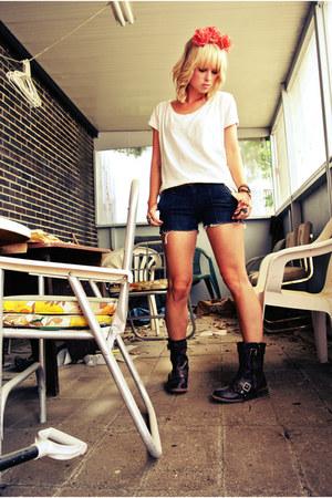combat boots Charlotte Russe boots - white cotton H&M t-shirt