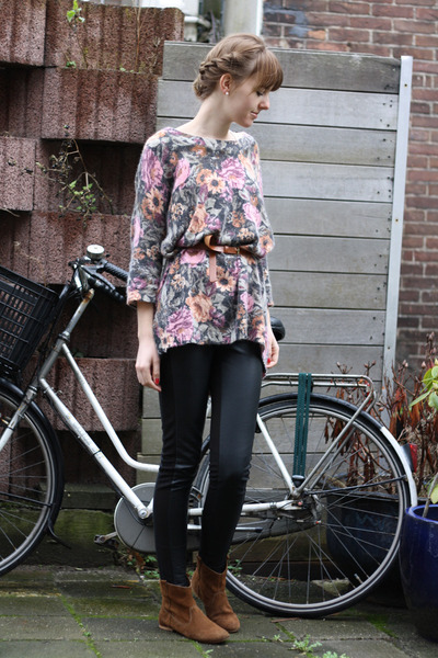 bubble gum floral H&M sweater
