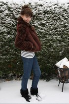 dark brown Faux fur coat - black Faux fur boots - navy Skinny jeans - white stri