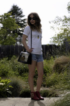 Marc Jacobs bag - Forever 21 boots - Hanes t-shirt