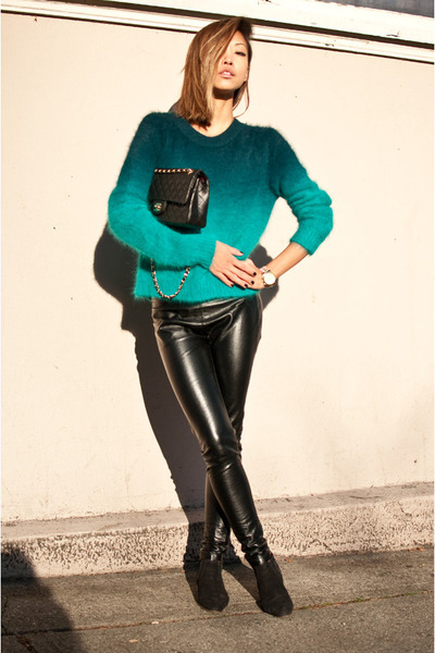 Black-vintage-boots-turquoise-blue-h-m-sweater-black-urban-outfitters-pants_400