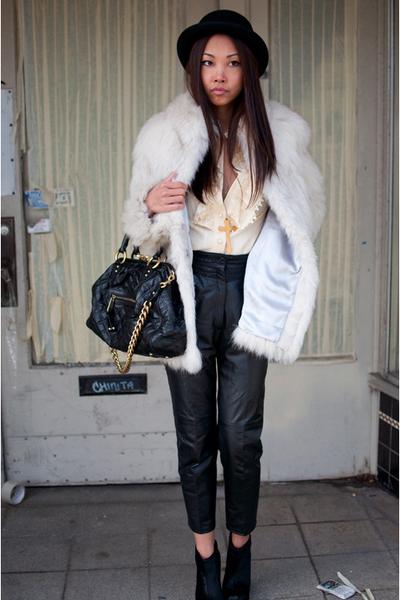 black stam Marc Jacobs bag - black mendel BCBG boots - white fur vintage coat