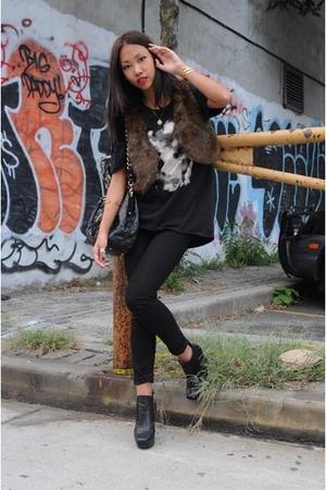H&M vest - Talula t-shirt - J Brand jeans - Sam Edleman boots - Marc Jacobs purs