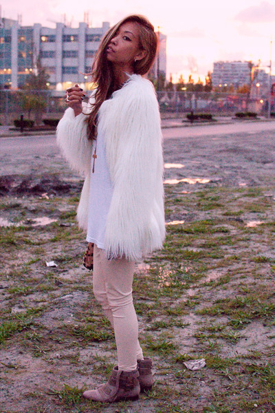 white faux fur shag Zara jacket - beige Zara boots - beige wilfred leggings