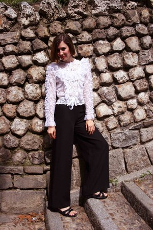 lace vintage blouse - vintage pants - flexi sandals