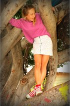 cotton Retro sweatshirt - high waist H&M skirt - low top Converse sneakers