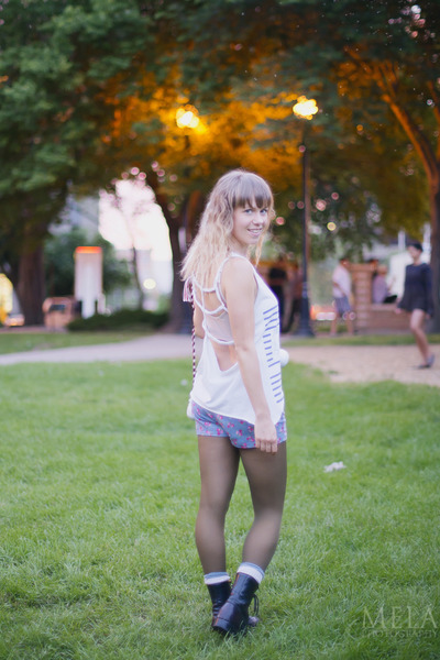 DIY top - grunge Retro boots - floral and lace boutique shorts