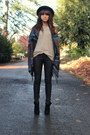 Beige-sweater-black-leather-like-hudson-pants-dark-brown-cape