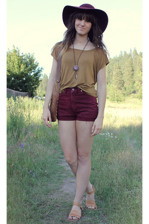 mustard top - brown vintage bag - maroon vintage Levis shorts