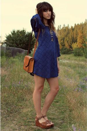 navy lace dress - tawny vintage bag - brown flatforms wedges