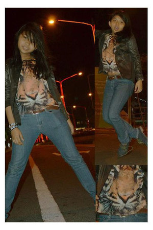tawny tiger-faced top top - blue blue oxfords shoes - navy skinny jeans jeans