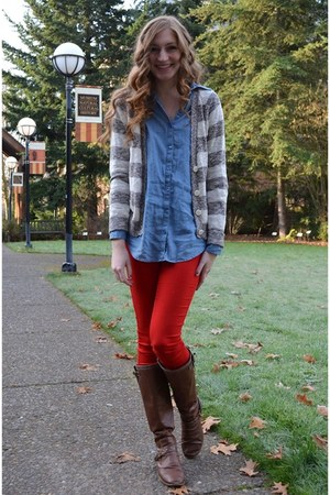 red Nordstrom Rack jeans - light blue chambray H&M shirt