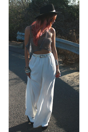 heather gray Gypsy Junkies top - black vintage hat - white vintage pants