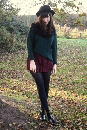 forest green pull&amp;bear sweater - crimson lace shorts